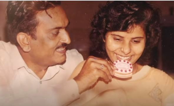 Gunjan Saxena with her father