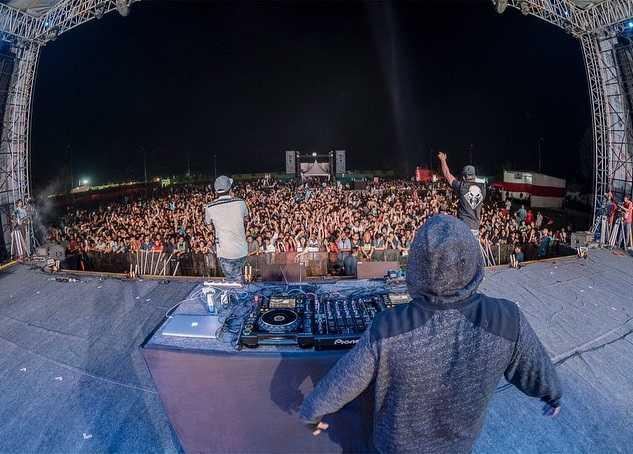 Naezy in NH7 Weekender Festival
