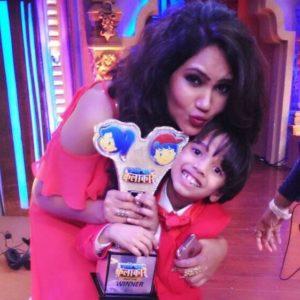 Kamna Pathak with the winner of Sabse Bada Kalakar