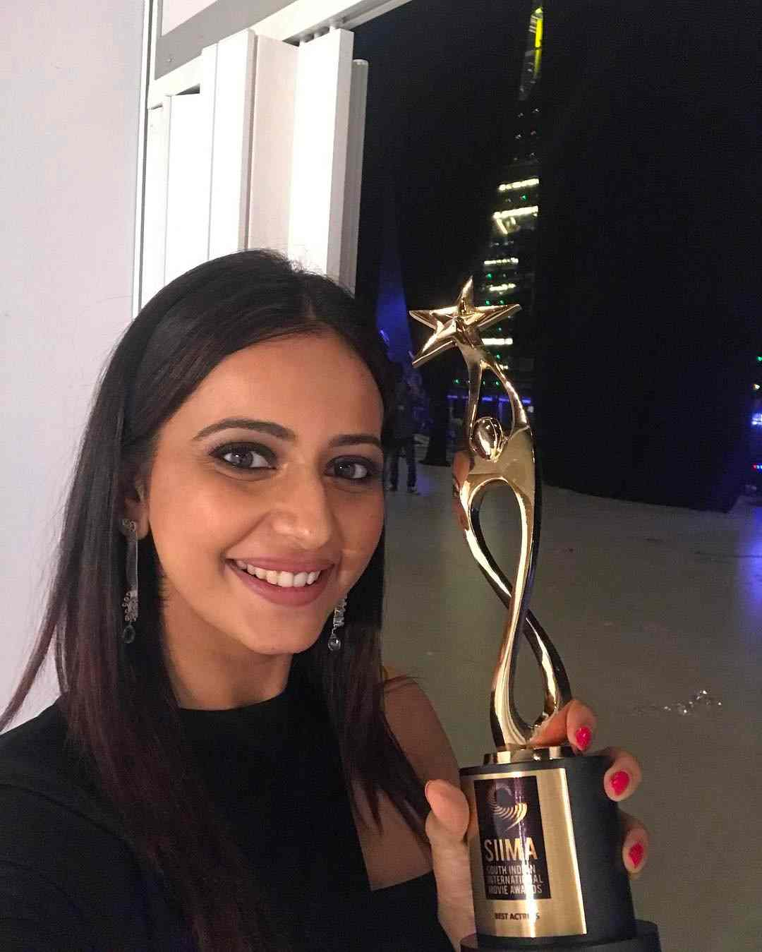 Rakul Preet Singh with 6th South Indian International Movie Awards
