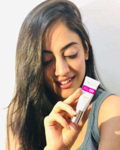 Aditi Sharma in Ponds White Beauty cream ads