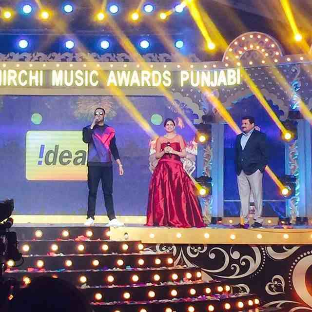 Himanshi Khurana Mirchi Music Awards Punjabi