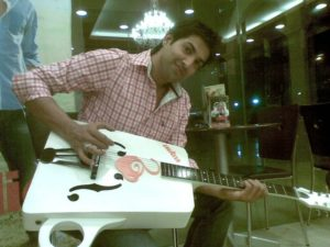 Naved Qureshi playing the guitar