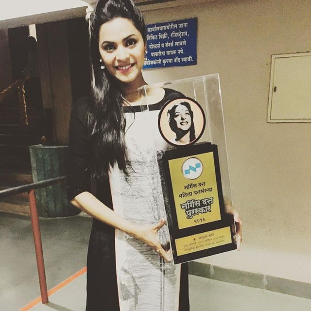 Anuja Sathe with Nargis Dutt Award