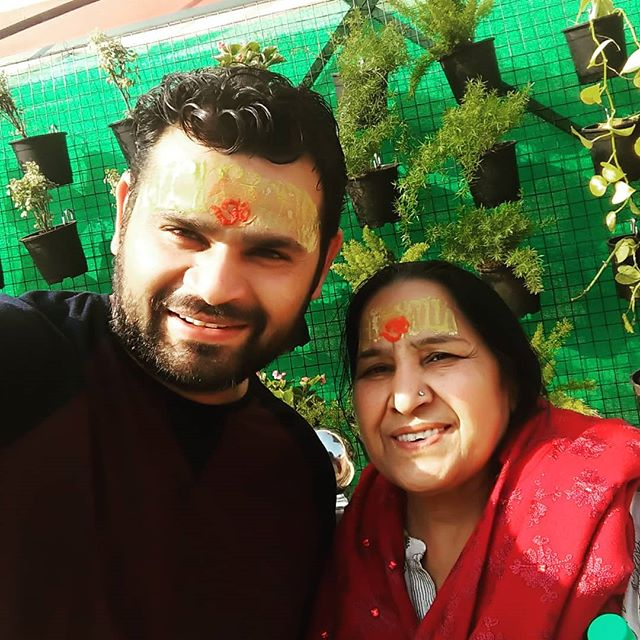Jyoti Taneja Bhasin brother and mother