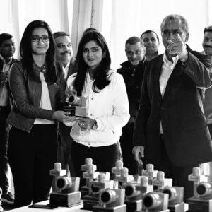 Meenakshi Kandwal with her award