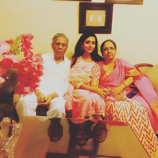 Naghma Sahar with her parents