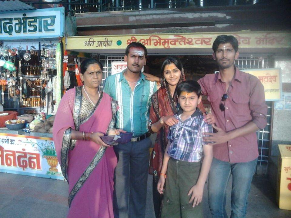 Naina Yadav family