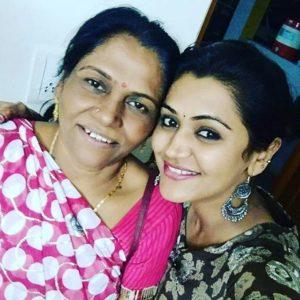 Naina Yadav with her mother
