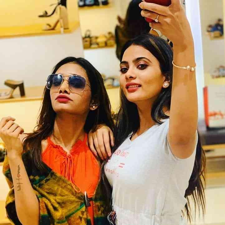 Anupama Prakash with her sister