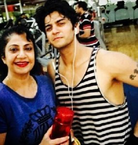 Sunil Lahri wife and son