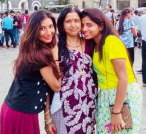 Hansi Parmar with her mother and sister