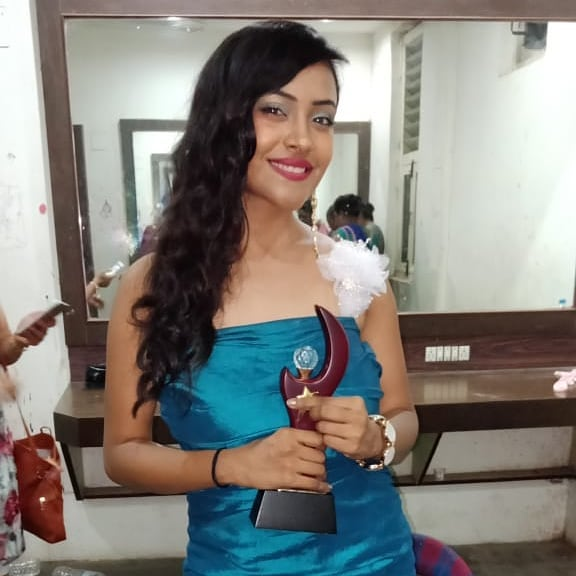 Nehal Vadoliya with her award