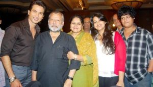Sanah Kapoor withy her family