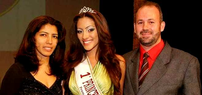 Jeniffer Piccinato with her parents