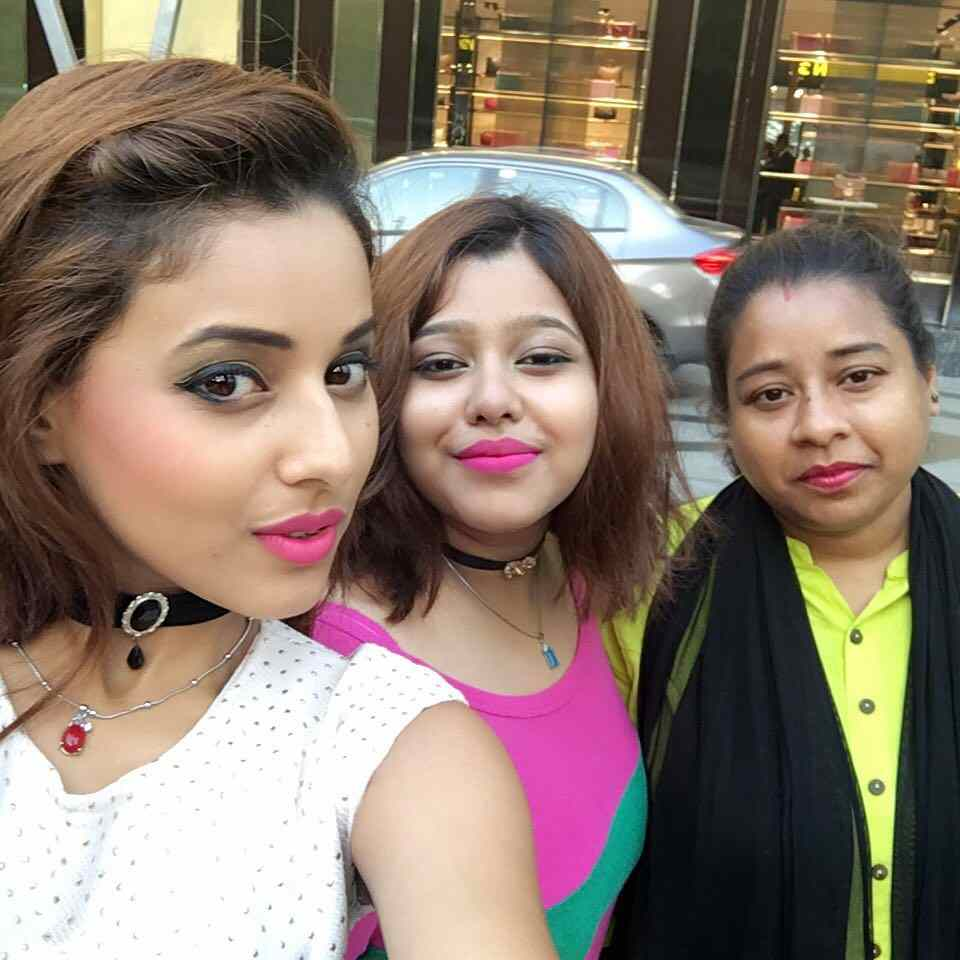 Pamela Mondal with her sister and mother