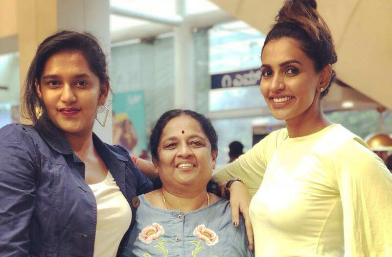 Akshara Gowda with her mother and sister