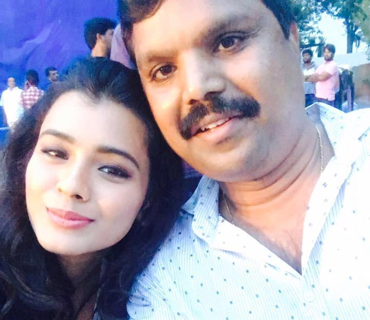 Hebah Patel with her father