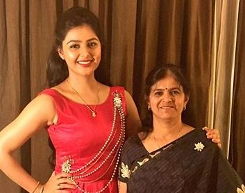 Monal Gajjar with her mother