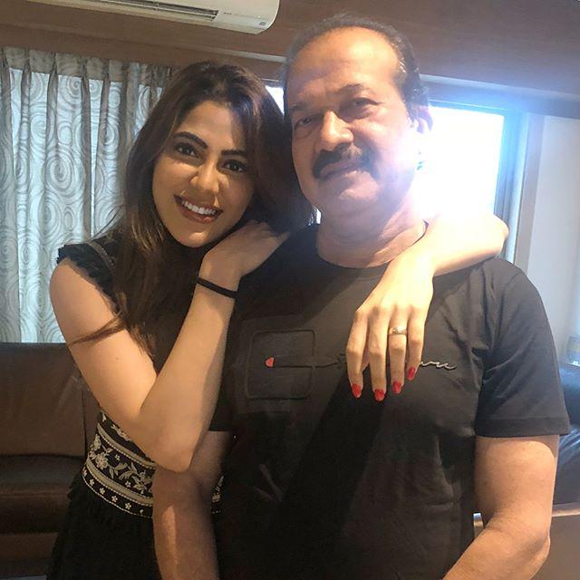 Nikki Tamboli with her father