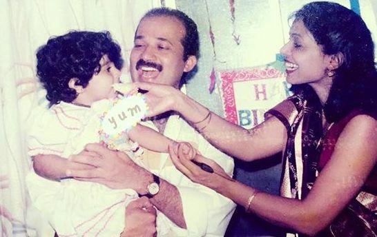 Nikki Tamboli with her parents childhood pic