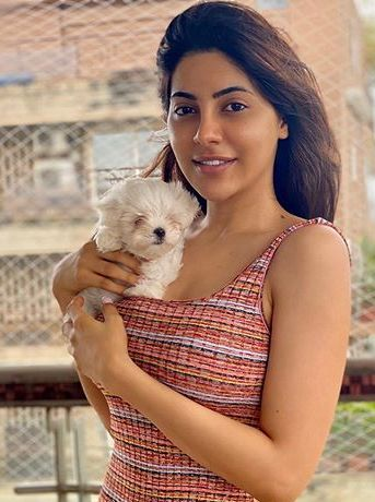 Nikki Tamboli with her pet dog