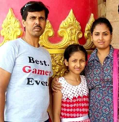Anchal Sahu with her parents