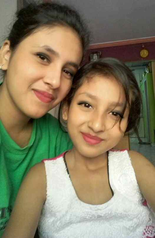 Anchal Sahu with her sister