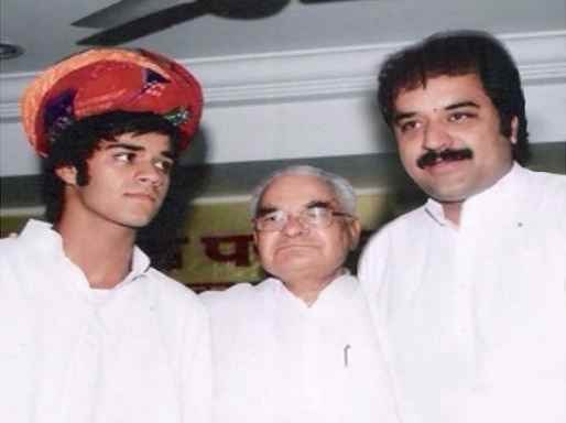 Bhavya Bishnoi with his grandfather and father