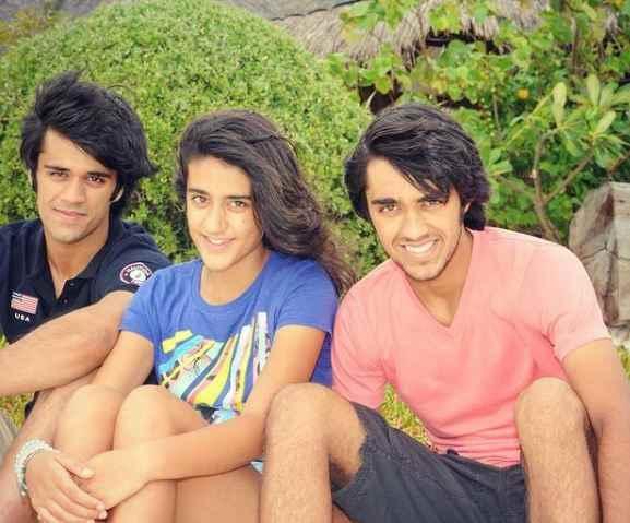 Bhavya Bishnoi with his siblings
