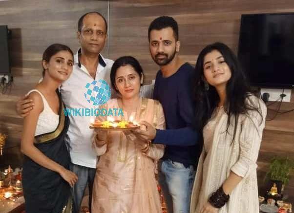 Ashlesha Thakur with her family