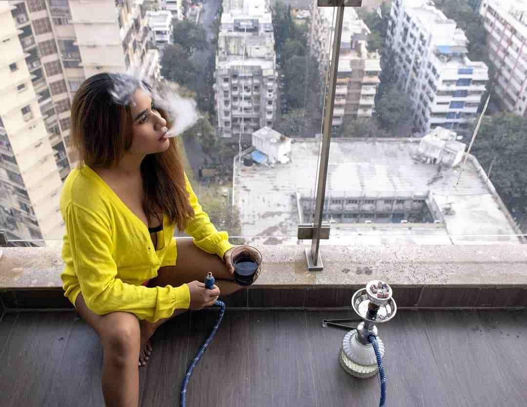 Muskaan Agarwal smoking